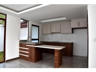 VENDO HEMOSAS CASAS EN IBARRA SECTRO EXCLUSIVO LA FLORIDA AREA 162M2